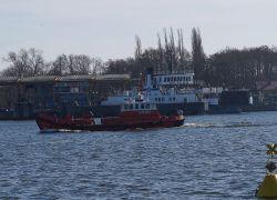 Świnoujście: akcja wydobycia zatopionego holownika rozpoczęta