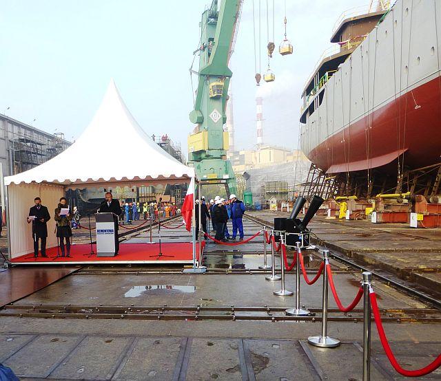 الجزائر تبني السفينة الشراعية  في بولونيا والتسليم في 2016 - صفحة 2 Wodowanie-022