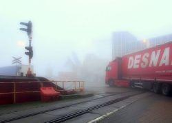 Zamglony terminal promowy w Świnoujściu na zdjęciach Wiesława Mileńki
