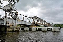 Szczecin_zwodzony_most_kolejowy_(1)