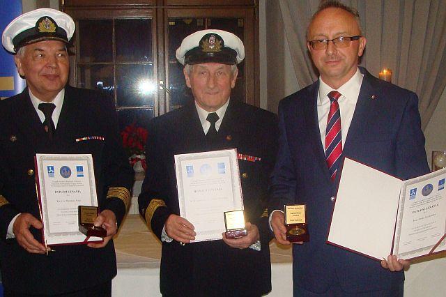 uhonorowani Złotymi Kompasami (od lewej) Mirosław Folta Antoni Wiewóra,  Paweł Szynkaruk