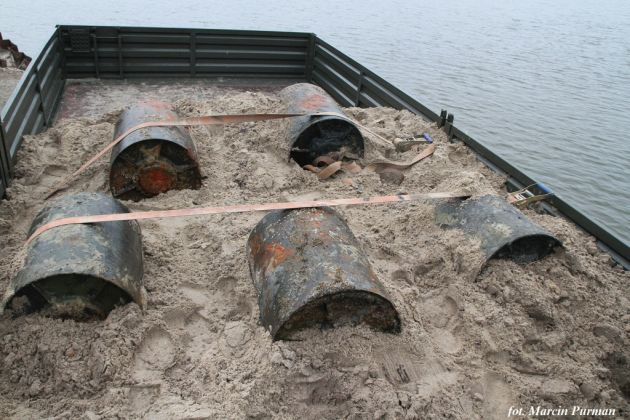Wydobycie-bomb-g-binowych-DM-11-w-Kanale-Mieli-skim.-Foto-Marcin-Purman-1-1024x682
