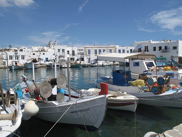 Port rybacki w Naoussa na Paros