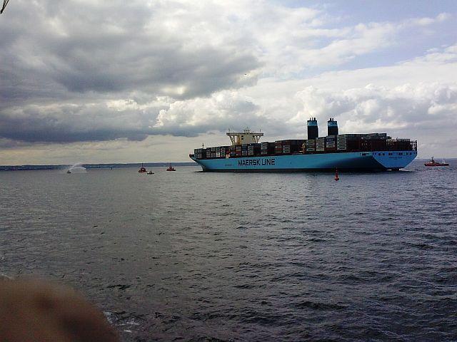 Kontenerowiec Maerska w drozdze do portu w Gdańsku
